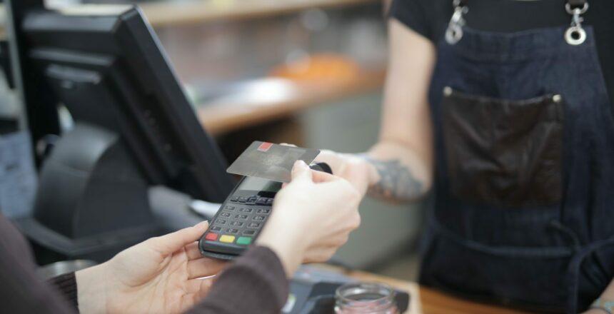 Dirbate savarankiškai? Mokėjimo kortelių skaitytuvą išsirinkite pagal savo veiklą | SEB bankas