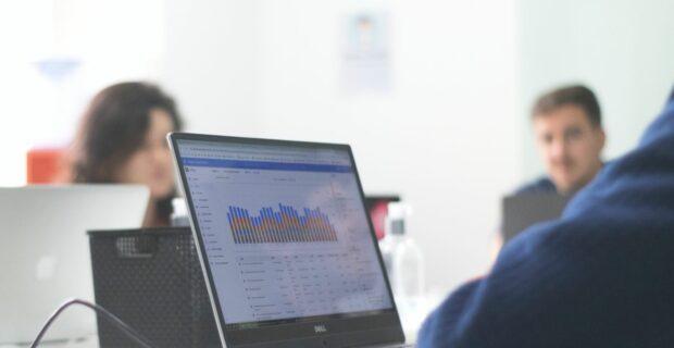 """""""Verslo žinių"""" analitikai: LCKU – stipriausių finansų sektoriaus įmonių dešimtuke"""