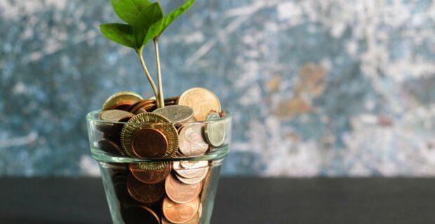 """Santaupas juodai dienai tebelaikome """"kojinėse"""": ką lietuviai žino apie taupymą?"""