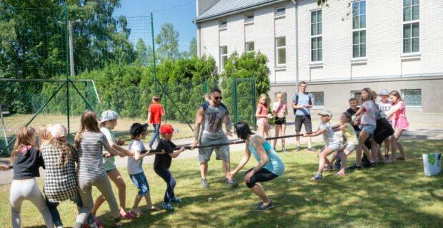 Tarptautinė vaikų gynimo diena su estafetėmis ir komandiniais užsiėmimais