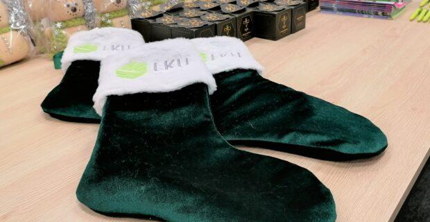 LKU grupės kredito unijos dalijasi gerumu: kalėdinės kojinės su dovanomis apkeliavo Lietuvą